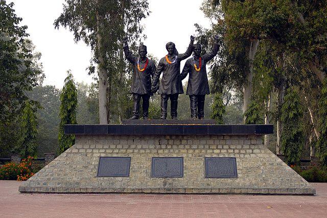 राष्ट्रीय शहीद स्मारक एक ऐसी जगह पर स्थित है जहाँ भगत सिंह और राजगुरु के साथ सुखदेव का अंतिम संस्कार गुप्त तरीके से किया गया था।