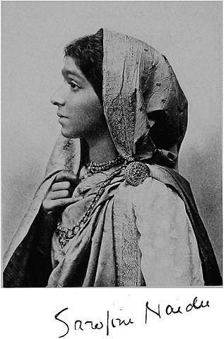 सरोजिनी नायडू जी का जन्म 13 फरवरी 1879 को हैदराबाद में हुआ था। उनके पिता अघोरनाथ चट्टोपाध्याय एक बंगाली ब्राह्मण थे जो हैदराबाद में निज़ाम के कॉलेज के प्रिंसिपल थे।