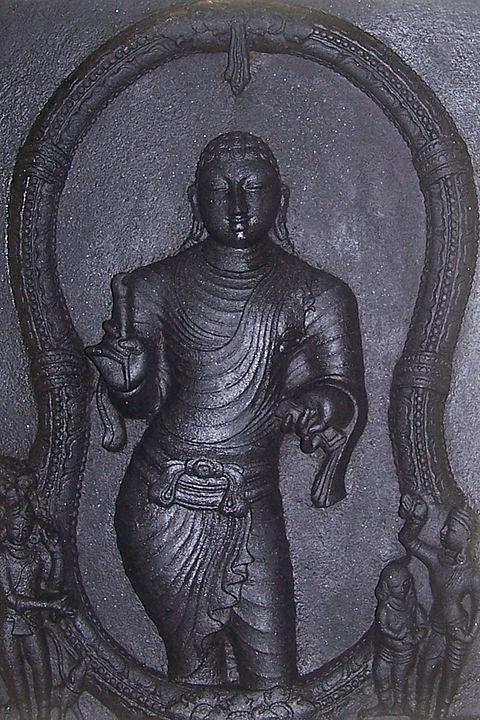 इलंगो आदिगल एक जैन साधु और एक कवि थे। उन्हें तमिल साहित्य के पांच महान महाकाव्यों में से एक शिलप्पदिकारम के लेखक के रूप जाना जाता है।