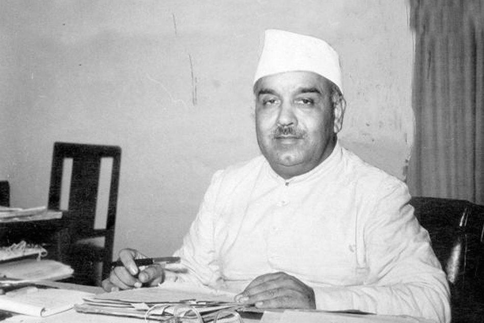 रफी अहमद किदवई भारत के पहले संचार मंत्री थे। वह एक राजनीतिज्ञ, एक भारतीय स्वतंत्रता कार्यकर्ता और एक समाजवादी थे।