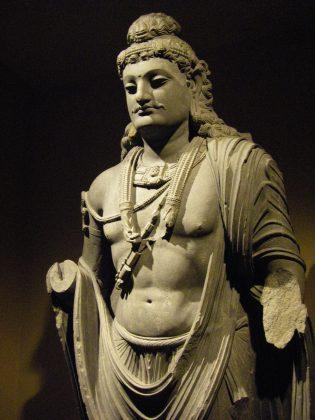 संप्रति मौर्य वंश का एक सम्राट था। वह अशोक के अंधे बेटे, कुनाला का बेटा था। वह जैन धर्म का एक महान संरक्षक था। उन्होंने 53 वर्षों तक शासन किया