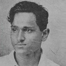 बटुकेश्वर दत्ता, भारतीय क्रांतिकारी और स्वतंत्रता सेनानी, को नई दिल्ली में केंद्रीय विधान सभा में दो बम विस्फोट करने के लिए जाना जाता है।