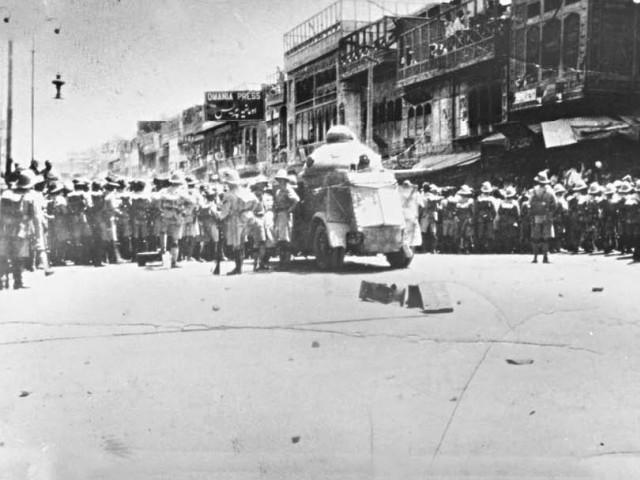 23 अप्रैल 1930 को पेशावर, ब्रिटिश इंडिया में किस्सा ख्वानी बाज़ार में किस्सा ख्वानी हत्याकांड हुआ था, जिसमे खुदाई खिदमतगार मारे गए थे
