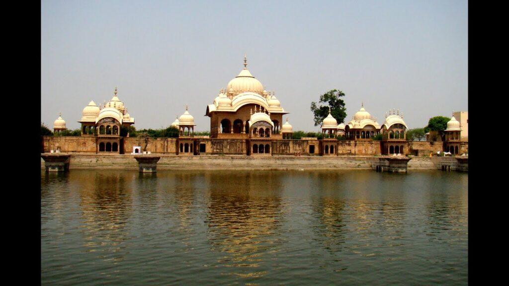 कुसुम सरोवर, गोवर्धन, उत्तर प्रदेश में उनका विशाल केंद्र है। उनकी लगाई जाने वाली छत्री को उनकी दोनों पत्नियों,