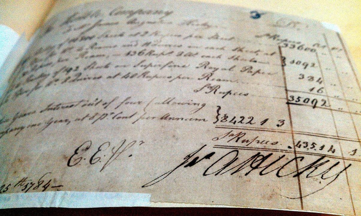 जेम्स सिल्क बकिंघम, आयरिश व्यक्ति, ने जनवरी 1780 में हिक्की का बंगाल गजट नाम से भारत का पहला मुद्रित समाचार पत्र लॉन्च किया।