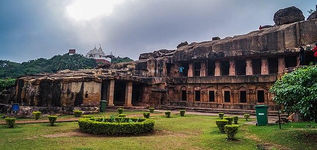 """भुवनेश्वर, भारतीय राज्य ओडिशा की राजधानी, को """"मंदिरों का शहर"""" कहते है क्यूंकि पहले वह पर 700 मंदिर थे। आधुनिक समय में यह एक एजुकेशन हब है।"""